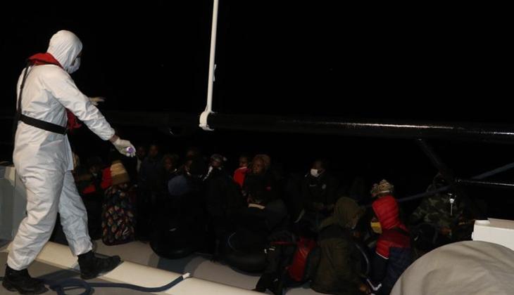 Yunanlılar tarafından Türk karasularına geri itilen 39 düzensiz göçmen kurtarıldı