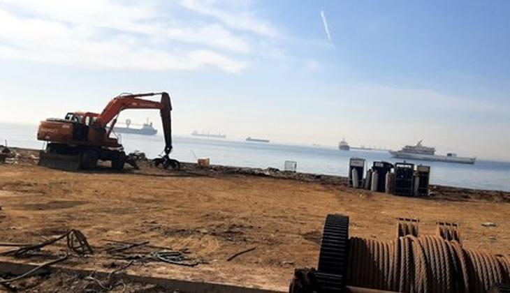 Zeytinburnu sahilinde kıyıya vuran kargo gemisi parça parça sökülerek kaldırıldı