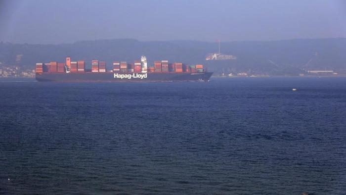 Çanakkale Boğazı, dev gemileri geçişi nedeniyle deniz trafiğine kapatıldı