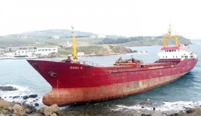 Bozcaada'da bir gemi karaya oturdu